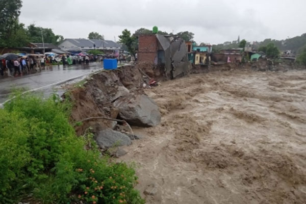 Heavy rain, flood like situation in Dharamsala - Dharamshala News in Hindi
