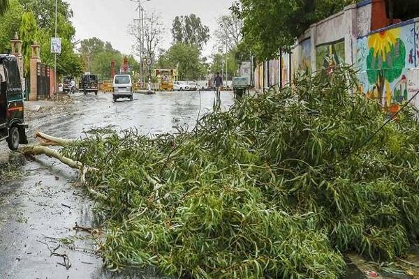 राजस्थान के कई जिलों में अंधड, बीकानेर में आकाशीय बिजली गिरने से दो की मौत