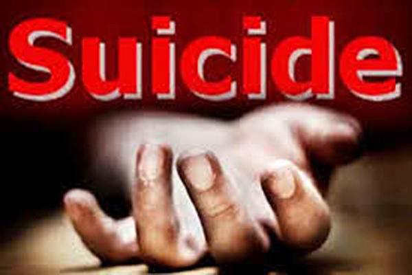 Man dies after consuming poison during police raid - Budaun News in Hindi
