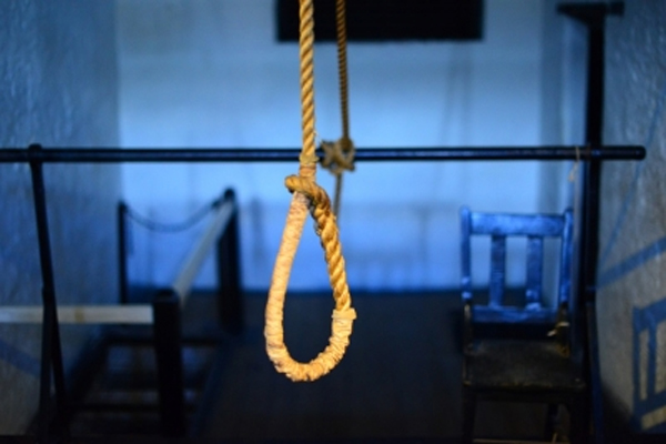 A woman commits suicide by hanging herself with two children in Delhi - Delhi News in Hindi