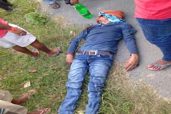 Jeep collides with bike rider in sultanpur - Sultanpur News in Hindi