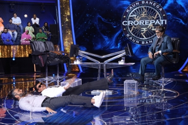 'केबीसी 13' में सुनील शेट्टी, जैकी श्रॉफ ने फिटनेस मूव्स दिखाए, बिग बी प्रभावित