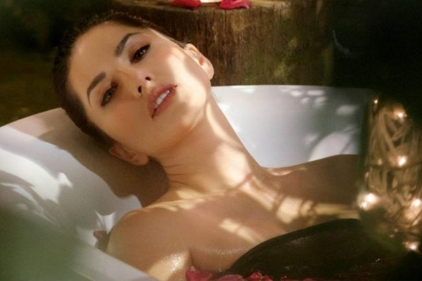 Film stars are the worst friends: Sunny Leone - Bollywood News in Hindi