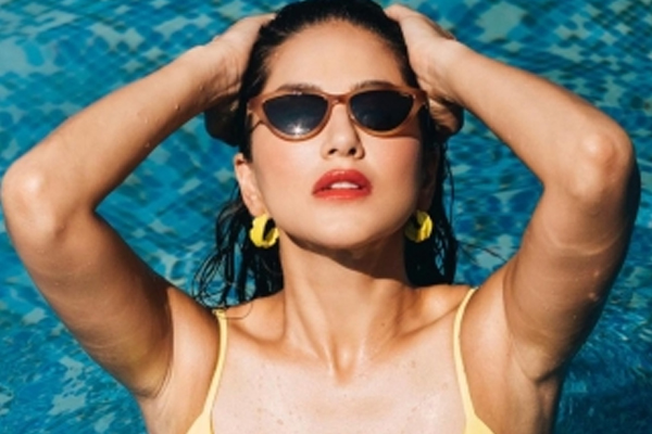 Sunny Leone unleashes Monday distraction from the pool - Bollywood News in Hindi