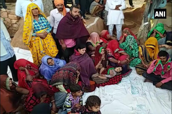 Rajasthan: Priest Babulal family refused cremation, said- Compensation- Give government job - Karauli News in Hindi