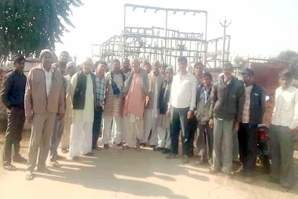 imposed lock on the power house in protest of power cuts - Churu News in Hindi