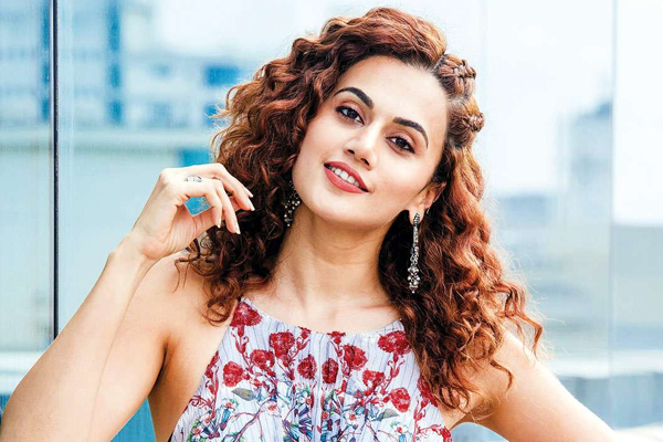 Taapsee Pannu set to return from Russia vacation - Bollywood News in Hindi