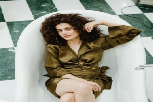 Taapsee Pannu engages in cheap thrills - Bollywood News in Hindi