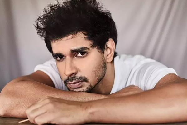 Tahir Raj Bhasin: It is disorienting to see Mumbai shut - Bollywood News in Hindi