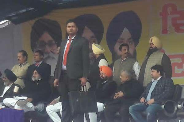 जूनियर बादल ने अरविंद केजरीवाल को बताया ठग, कांग्रेस पर भी निशाना