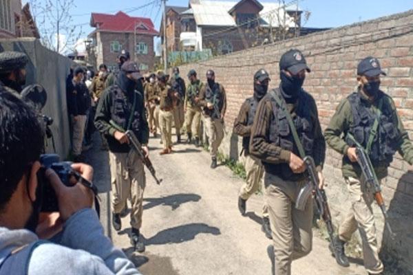 BJP leader security guard killed in Srinagar attack - Srinagar News in Hindi