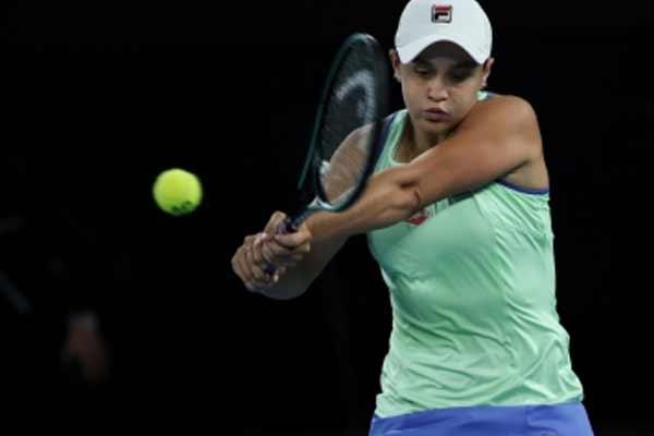 टेनिस : बार्टी और सबालेंका जीत के साथ मियामी ओपन के अगले दौर में पहुंचीं