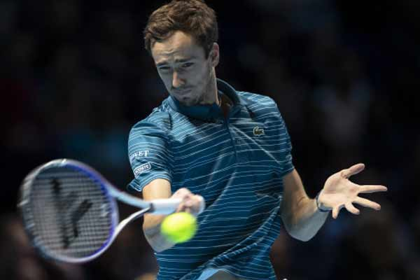 Tennis: Medvedev won the Paris Masters title by defeating Zverev - Tennis News in Hindi