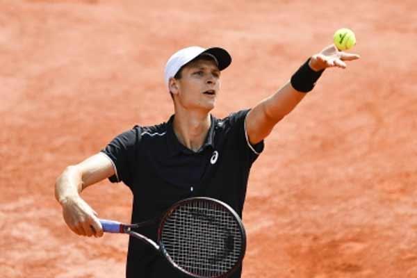 टेनिस : दूसरी सीड सितसिपास को मियामी ओपन में हुरकाज से मिली हार