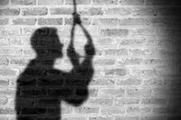 ग्रेटर नोएडा : सीआईएसएफ के सब इंस्पेक्टर ने पत्नी की हत्या कर की खुदकुशी, सुसाइड नोट बरामद