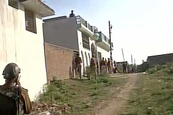 Lucknow: terrorist hide in a house of Thakurganj, encounter on from 7 hour - Lucknow News in Hindi