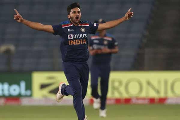 टी20 विश्व कप : भारतीय टीम में अक्षर की जगह शार्दुल शामिल, बीसीसीआई ने किया ऐलान
