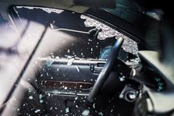 The car was parked in the plot in Jaipur, broke the glass and took away the cash - Jaipur News in Hindi