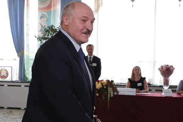 The President of Belarus gave the indication to quit - World News in Hindi