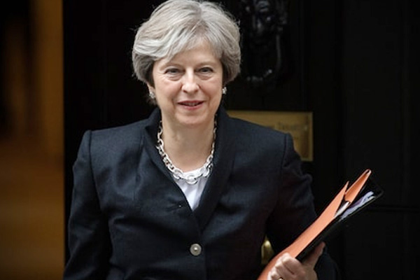Theresa May in the wake of ending political stalemate in Northern Ireland - World News in Hindi