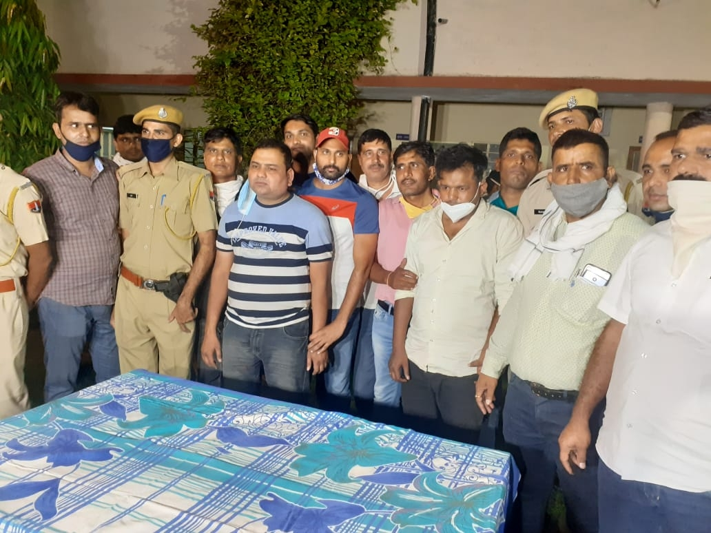Three crooks who robbed a bank cash van in Jaipur arrested, robbed cash and arms recovered - Jaipur News in Hindi