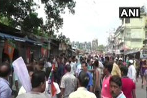West Bengal: BJP MP Arjun Singh car was allegedly vandalised by TMC workers near Shyamnagar Railway Station  North 24 Parganas - Kolkata News in Hindi