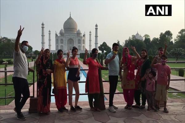 भारतीय पुरातत्व सर्वेक्षण विभाग ने संरक्षित स्मारक पर्यटकों के लिए खोले, देखें ताजमहल की तस्वीरें