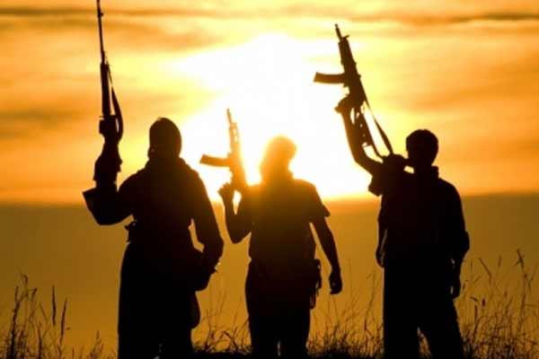 आतंकी संबंधों के कारण जम्मू-कश्मीर के 6 सरकारी कर्मचारियों को किया जाएगा बर्खास्त