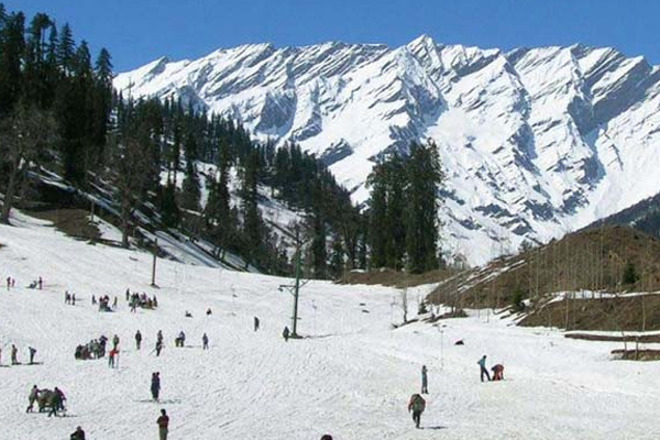 Manali, surrounding hills covered with snow - Shimla News in Hindi
