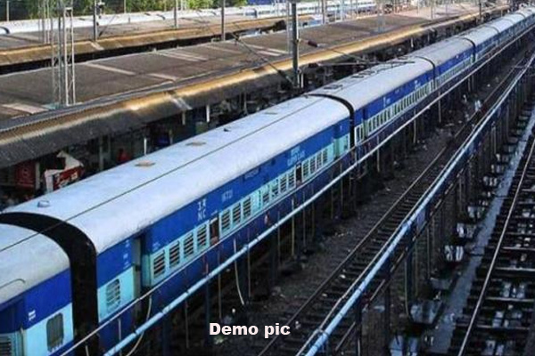 Bihar: A large number of weapons recovered from the toilets of the train - Bhagalpur News in Hindi