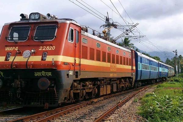 उत्तर प्रदेश के हापुड़ में बड़ा हादसा, ट्रेन से कटकर गई 6 युवकों की जान