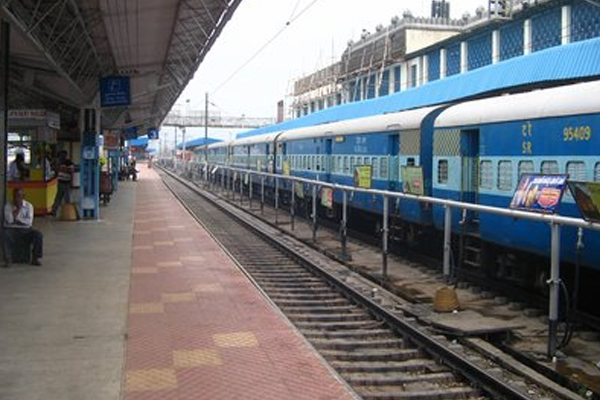 former mla has been attacked in train - Bhopal News in Hindi