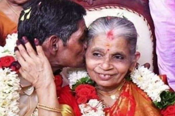 Old couple in marriage tied up in Kerala - Weird Stories in Hindi