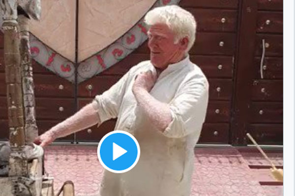 Donald Trump lookalike in Pakistan, video selling Kulfi went viral - Weird Stories in Hindi