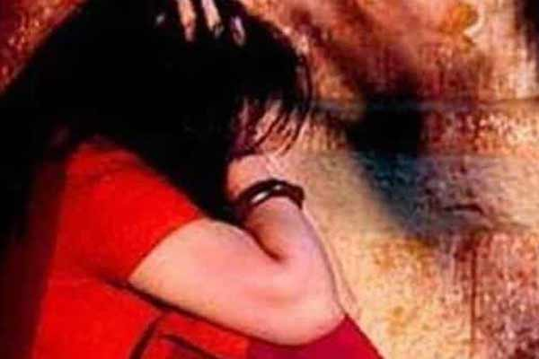 Uncle molests 13-year-old girl in Jaipur, mother saves her - Jaipur News in Hindi