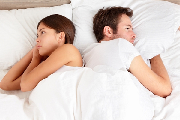 Keeping such a picture and idol in the bedroom increases the distance - Jyotish Nidan in Hindi