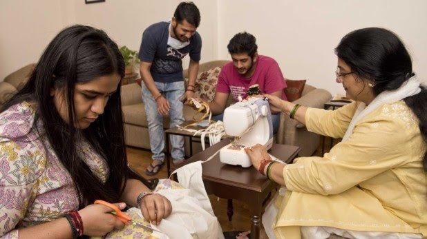 Union Minister Gajendra Singh Shekhawat wife make mask coronovirus - Jodhpur News in Hindi