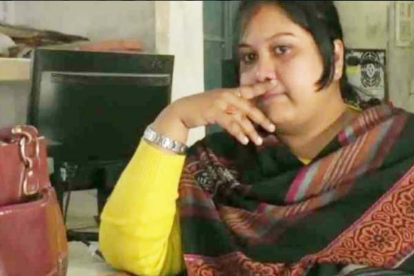 Woman officers leaves office for fear of block chief in Kaushambi - Kaushambi News in Hindi