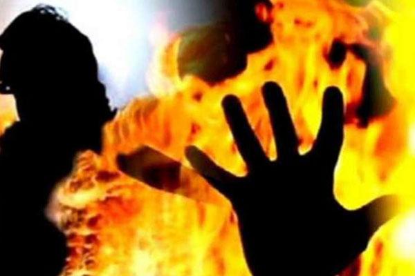 उप्र में ऑनर किलिंग : डेढ़ लाख देकर युवती को जिंदा जलवाया