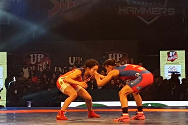 एप्प माए और सरिता ने यूपी दंगल को दिलाई पीडब्लूएल-4 में पहली जीत