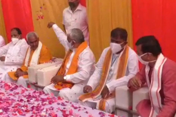 UP BJP chief showers petals on controversial Ballia MLA - Lucknow News in Hindi