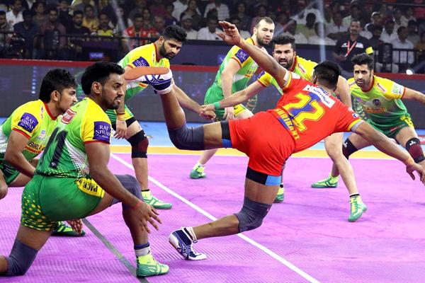 PKL 7: UP Yoddha beat Patna Pirates 41-29 - Sports News in Hindi