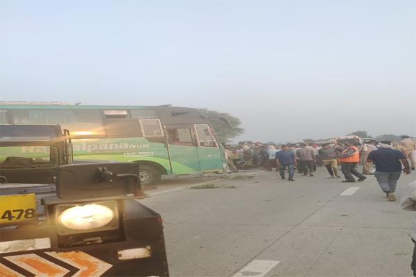 अलीगढ़ में बस पलटने से 3 की मौत, मुख्यमंत्री ने जताया दुख