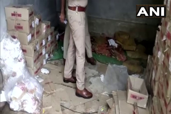 Two people arrested for making liquor illegally in Agra, 100 boxes of liquor recovered - Agra News in Hindi