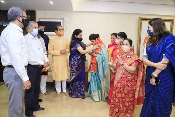 Actress Urmila Matondkar joins Shiv Sena, - Mumbai News in Hindi