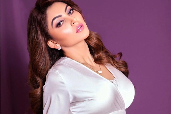 Urvashi Rautela: When I am at my best, I am my father daughter - Bollywood News in Hindi
