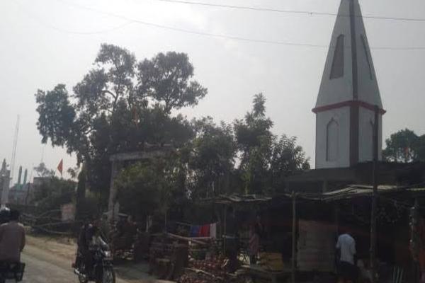 UP: सौहार्द और सहिष्णुता की एक मिसाल हैं वजीरगंज के मंदिर-मस्जिद