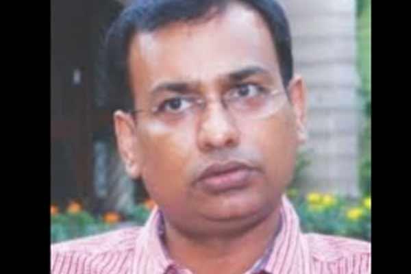 Varanasi Divisional Commissioner Deepak Agarwal. - Varanasi News in Hindi