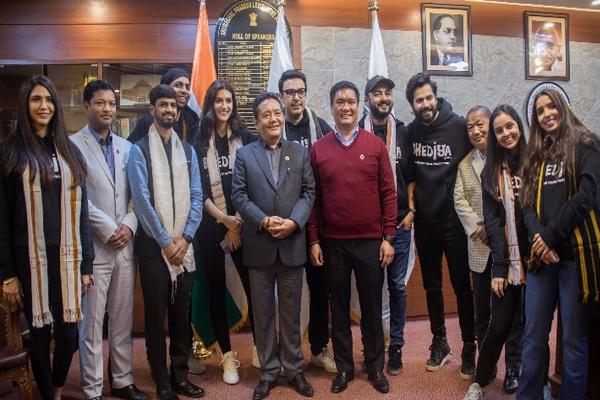 Varun Dhawan, Kriti Sanon meet Arunachal CM - Bollywood News in Hindi
