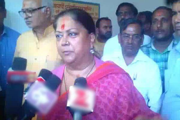 cm raje in pitambara peeth matarani temple in dholpur - Dholpur News in Hindi
